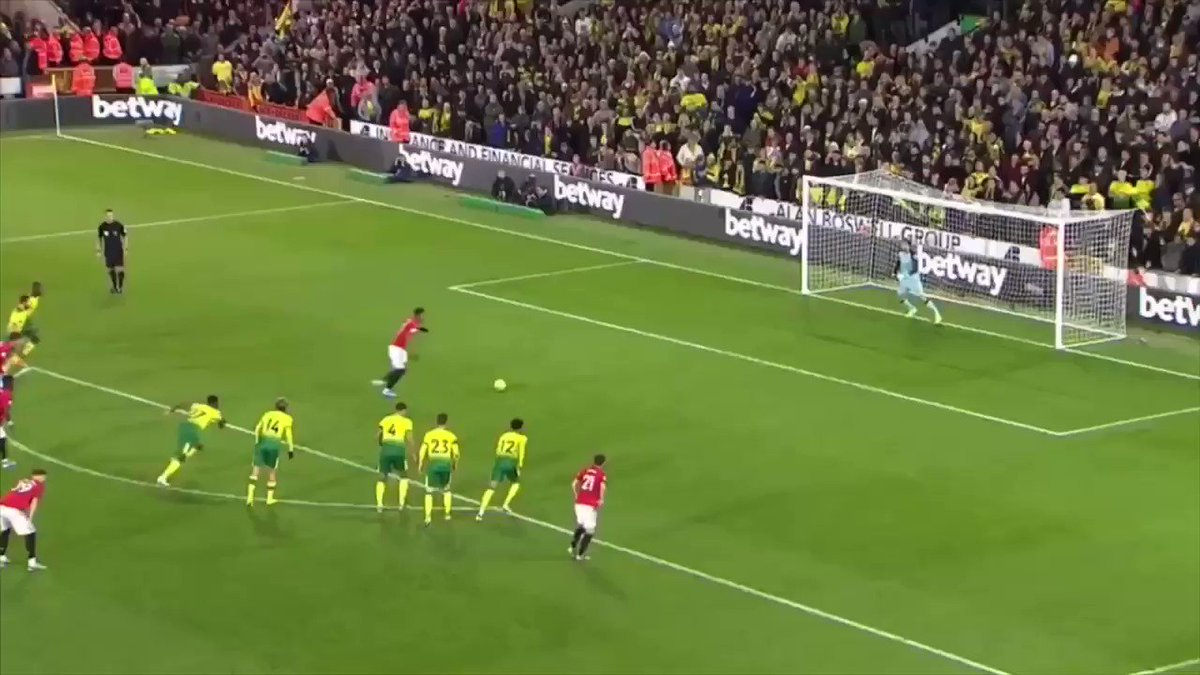 MARTIAL WHAT AN ADDITION I RATE THAT 😤 twitter.com/RomarioBrisset…