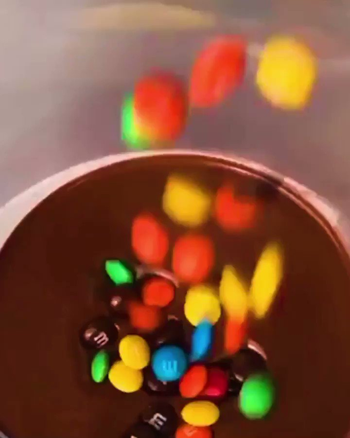 Wow, watch till the end  CREDIT —> @lickyourphone • • #cake #fountaincake #fountaincakes #amazingcakes #m&ms #chocolate #sugarrush #cakemail #lickyourphone #likeforfollow #followforfollowbackpic.twitter.com/80kA7SLfF9