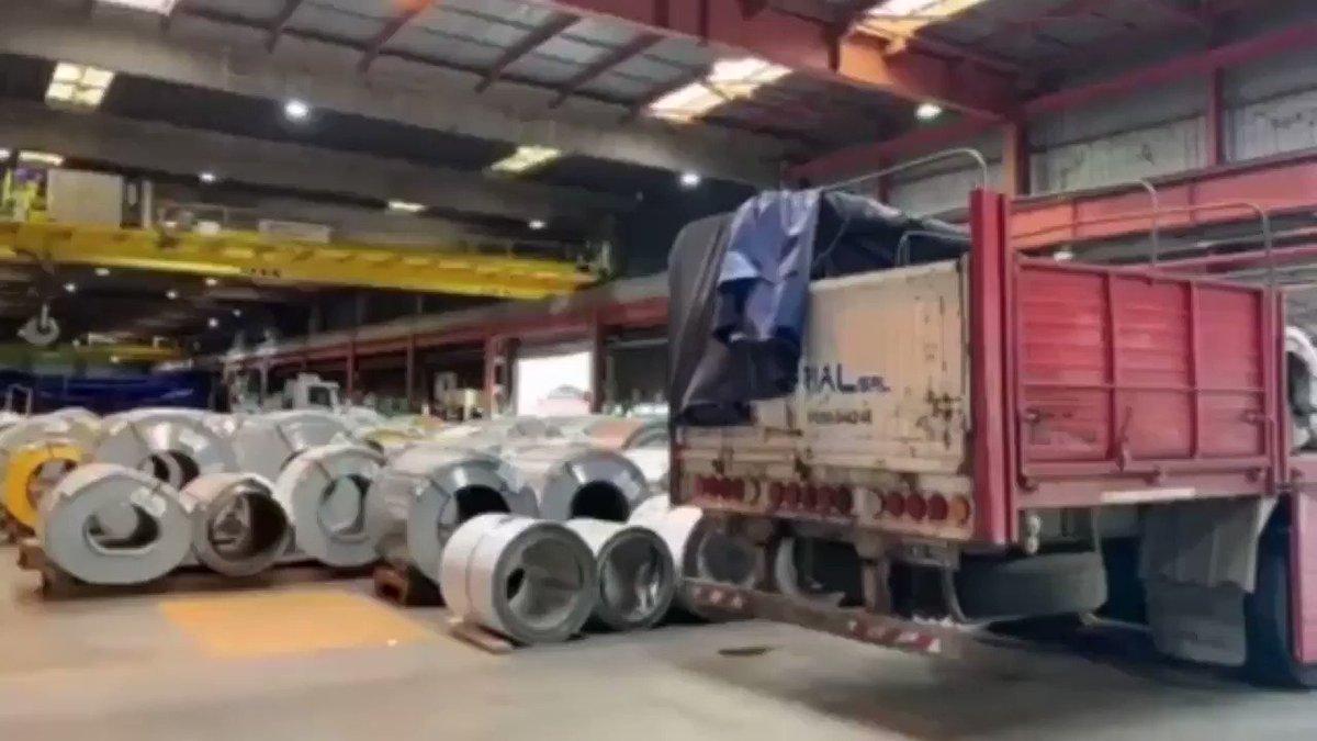 Acero para hacer hospitales. Ayer, en un operativo especial y en tiempo récord, logramos entregar 272 toneladas de acero Ternium que serán destinadas a la fabricación de hospitales modulares para paliar la emergencia sanitaria #CoronavirusArgentina. https://t.co/YYxPL1RTDd