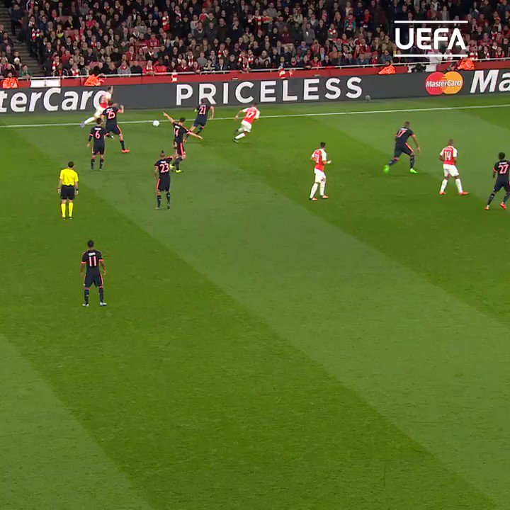 😱😱😱 THIS Manuel Neuer save = ________  #UCL   @FCBayernEN   @Manuel_Neuer https://twitter.com/ChampionsLeague/status/1243471936677720064…
