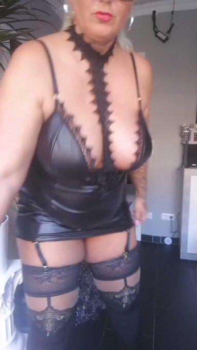 Prall und drall.. Einfach curvy 😋 #sexy #highheels #hamburg #milf #plussizebeauty #curvylicious #curvybody