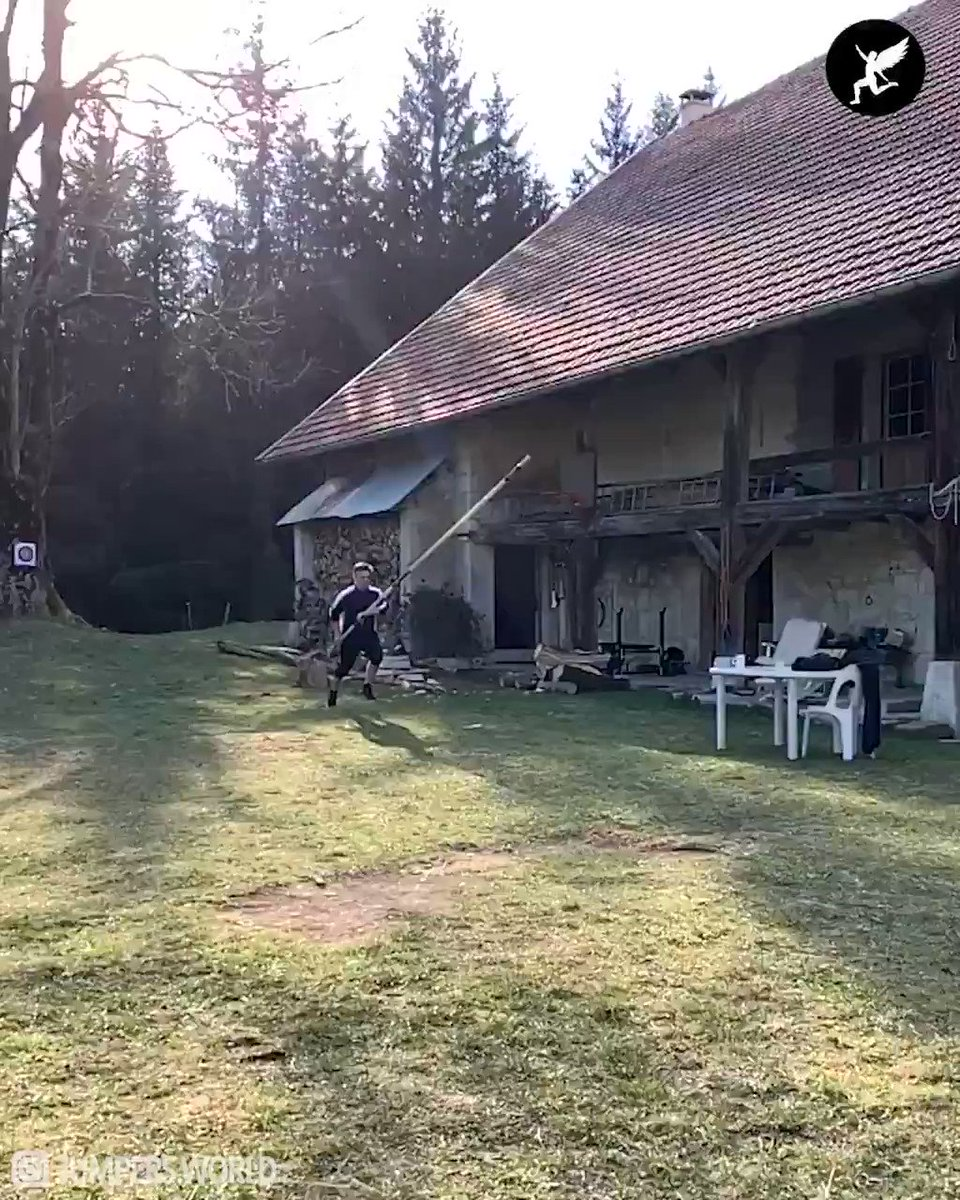 This is what I call Pole Vault home training. 🏡😳👏🏼   🎥 IG: thibautcollet https://t.co/2HBabcfBmo
