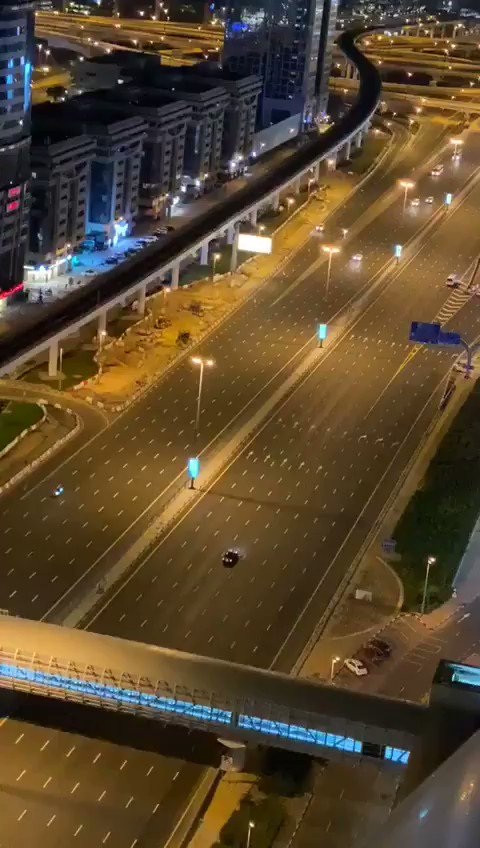 Radars flashing people in #Dubai who are out after curfew. Wow. You go Dooobai! pic.twitter.com/jvUwiVkCBQ