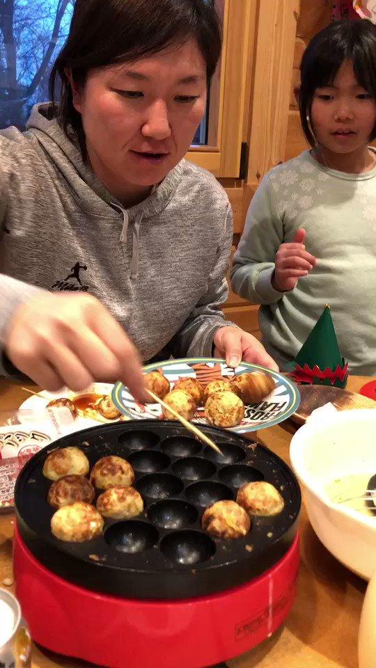 【たこ焼き器が家にある人RT✨】  一人暮らしでももちろんあるけど、え、持ってない人いるん? これ、完全に関西人の考えやね(笑)  しかし、たこ焼きのプロにはなれませんでした😆 #ホームパーティ #タコパ #食べたい人❤ #届けないけどね #好きな具材は何かな https://t.co/9tdjNkhtLR