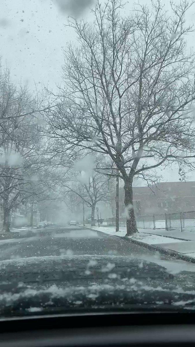 #Snow  time #Massachusettspic.twitter.com/ovUZWC4fJ3
