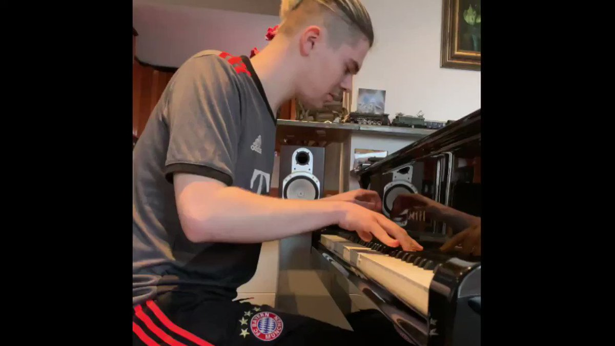 Michael Andreas celebrated #PianoDay2020 in style yesterday 🎹😎 #MiaSanMia