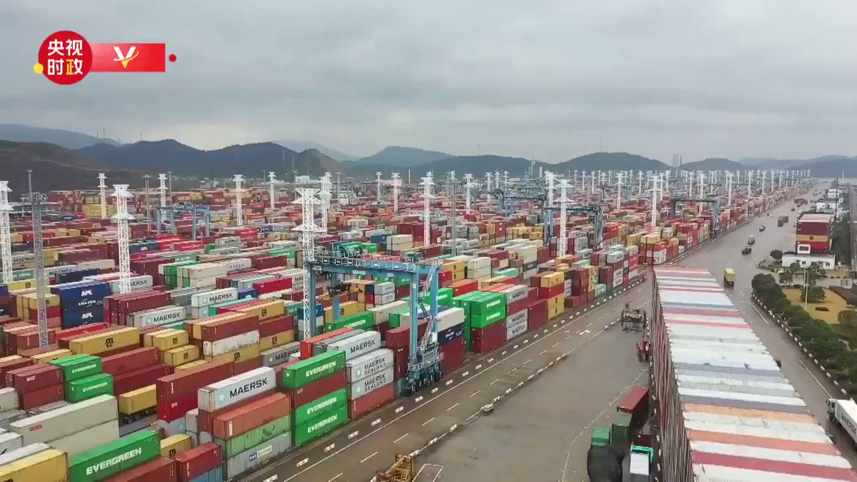 President Xi Jinping on Sunday visited the Ningbo-Zhoushan Port and an industrial park for auto parts and molds in Ningbo, E China's Zhejiang Province, to inspect the resumption of work and production.
