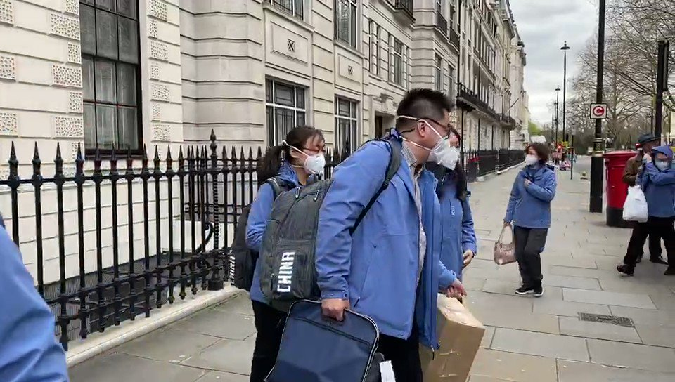 Chinese medics have just arrived in London to help us fight Covid-19. The media won't tell you for some reason. 👏