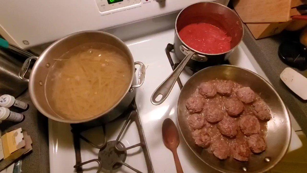 What am I making? #food #cooking #dinnerpic.twitter.com/rtUqhsrZeU