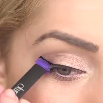 Stamp and swipe for grand eyes #eyeliner #makeup #beauty #eyeshadow #eyebrows #makeupartist #lipstick #microblading #mascara #permanentmakeup https://buff.ly/3dIUfSCpic.twitter.com/wKOmOQx8Jz