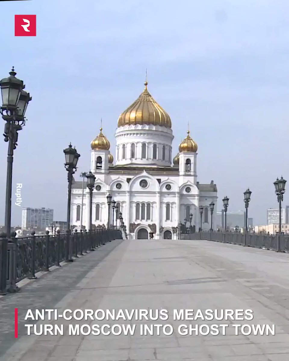 Check out all the empty main streets of #Moscow on the first day serious anti-#coronavirus measures went into effect:pic.twitter.com/HIElxIbmxL