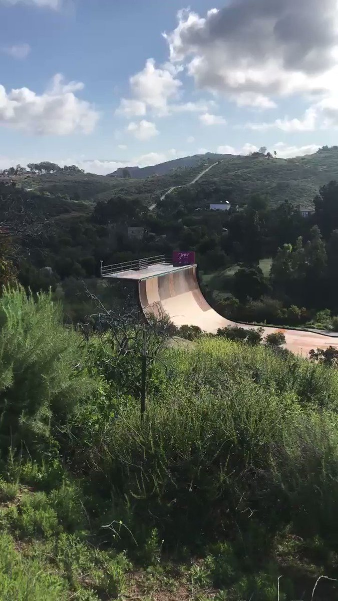 This amazing skate board ramp is a short walk from my house. Pros like Tony Hawk helicopter in here to practice. #skate #dogtown pic.twitter.com/oi1UaTOWNq