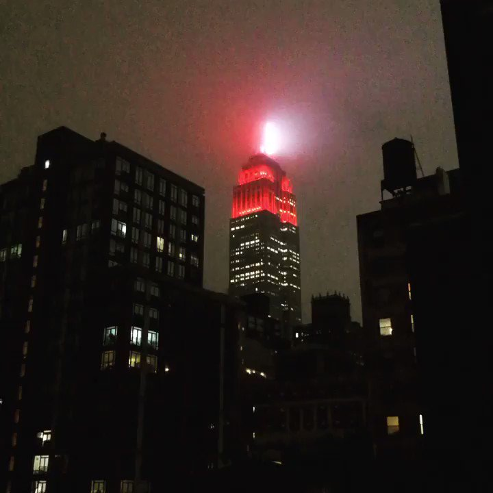 The @EmpireStateBldg reminding us that the city is in the middle of an emergency.