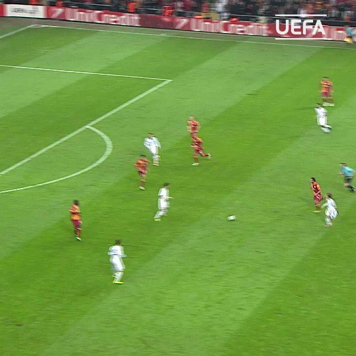 🇺🇾 ¡Recordamos esta parada de Fernando Muslera! #UCL   @Galatasaray twitter.com/LigadeCampeone…