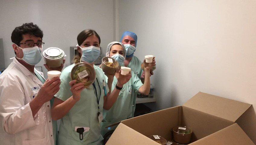 👩⚕️👨🍳 NOS SOIGNANT.E.S VOUS DISENT MERCI! 🍽️🙏 Depuis lundi, vos dons permettent de livrer 9 hôpitaux à #Paris et en Île-de-France. Ces remerciements des soignant.e.s de l'hôpital Ambroise Paré (Boulogne-Billancourt) sont pour chacun de nos 1264 donateurs: https://t.co/bALpBeVlvX https://t.co/YWlZ4n6nmw