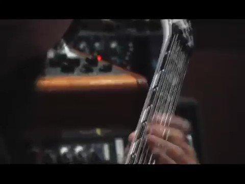 「友達を無くすまで練習しろ!」でおなじみSlipknot のミック先生によるGematria レコーディング風景。驚異的にヘヴィかつタイトでクリーンなプレイを披露しています。