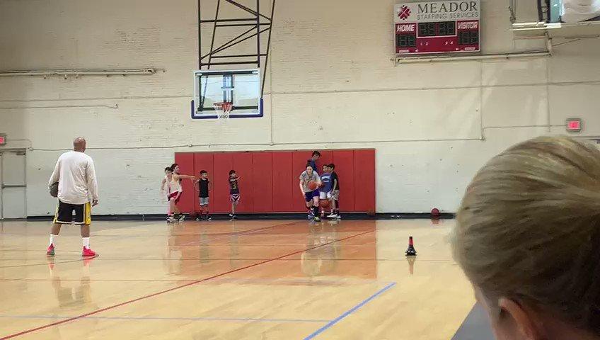 Finding ways to work!!! #basketball pic.twitter.com/4b5SMh1Csm