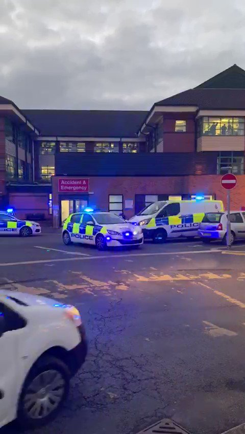 Police officers in #Bolton turned up outside the Royal Bolton Hospital to thank #NHS workers fighting the #COVID19Pandemic. #ClapForCarers #StayHomeSaveLives