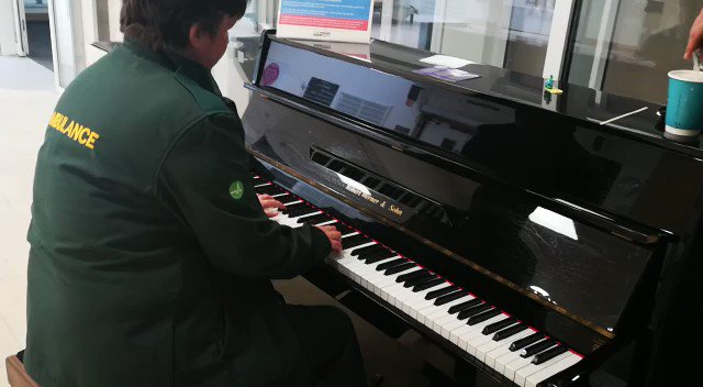 One of our fantastic drivers treated staff and patients at the BRI today to this musical moment. Very fitting song in the current climate. Thank you Izzi! @uhbwNHS #NHS #COVIDー19 #Ambulance #Bristol @BristolLive