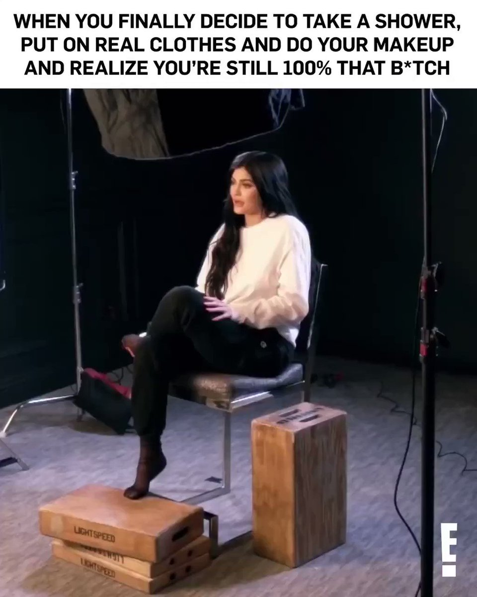 It's #FlashbackFriday!  Celebrate with E!'s #LifeOfKylie Marathon all morning long! pic.twitter.com/X2D7zU2u9R