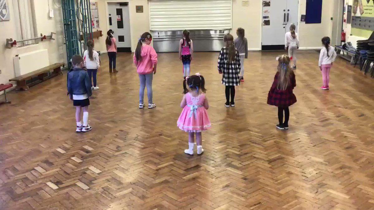 The children and teachers had lots of fun choreographing a superhero dance dedicated to all key workers #superheroes #keyworkers @seftoncouncil @RadioCity967 @unisontheunion @NASUWT @NHSuk @LivHospitals @NEUnionpic.twitter.com/T4CazRdZOL