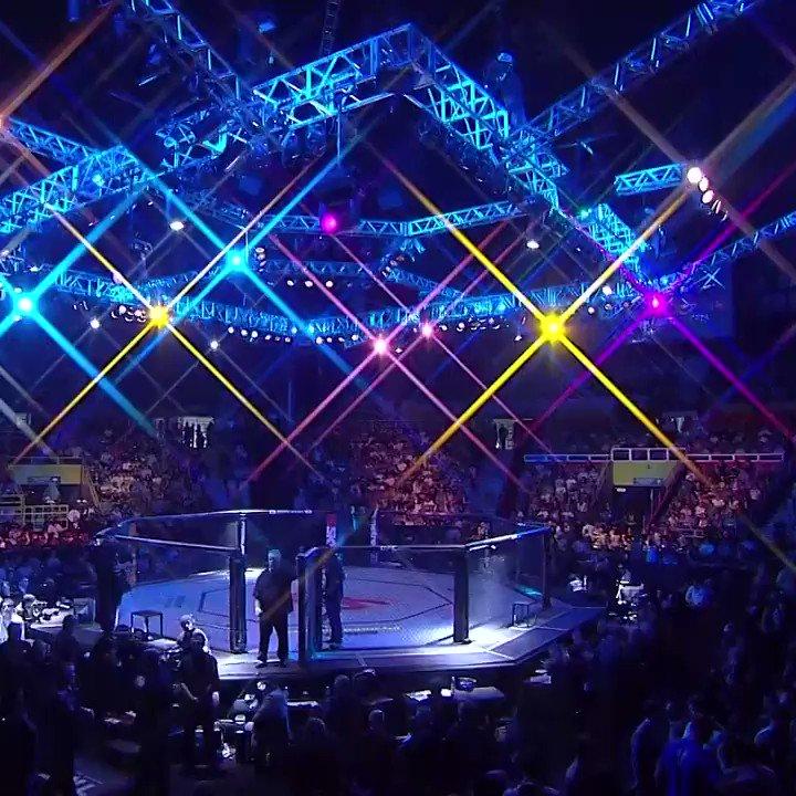 O campeão @TeamKhabib já lutou no 🇧🇷! Foi no #UFCSP de 2013.  Relembre como foi no @canalCombate! https://t.co/FIkHJknRmo