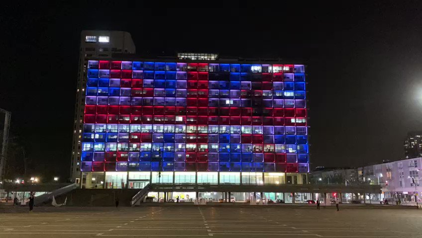 Tonight, City Hall is lit with the colors of the #British flag as a token of solidarity with our partner city #London and with the British people as a whole.  pic.twitter.com/iEl13rJtlN