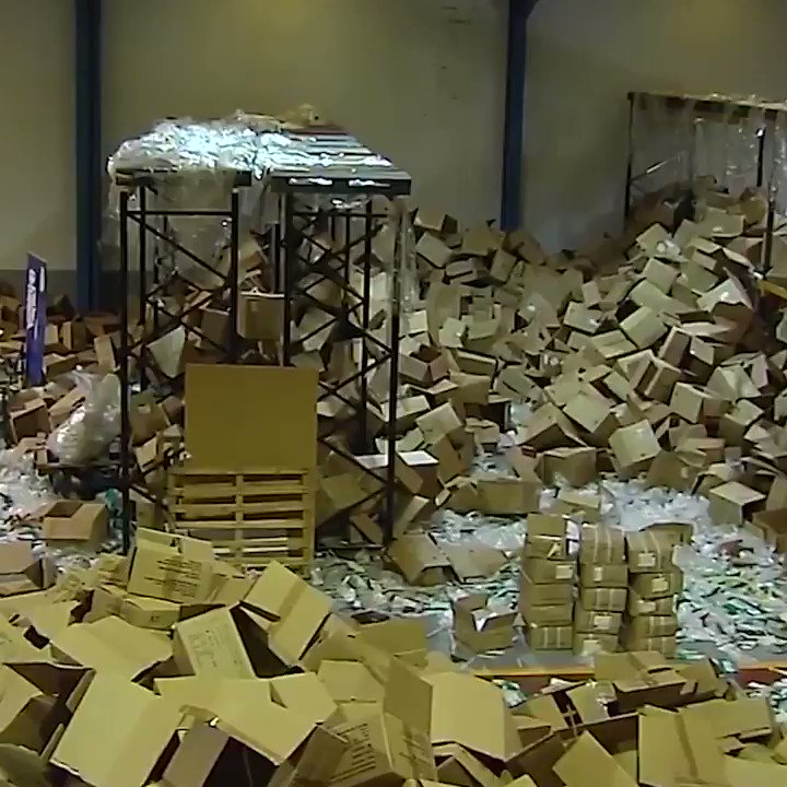 Two million masks and medical supplies stolen in #Santiago de Compostela #Spain pic.twitter.com/6KacaEnvUP
