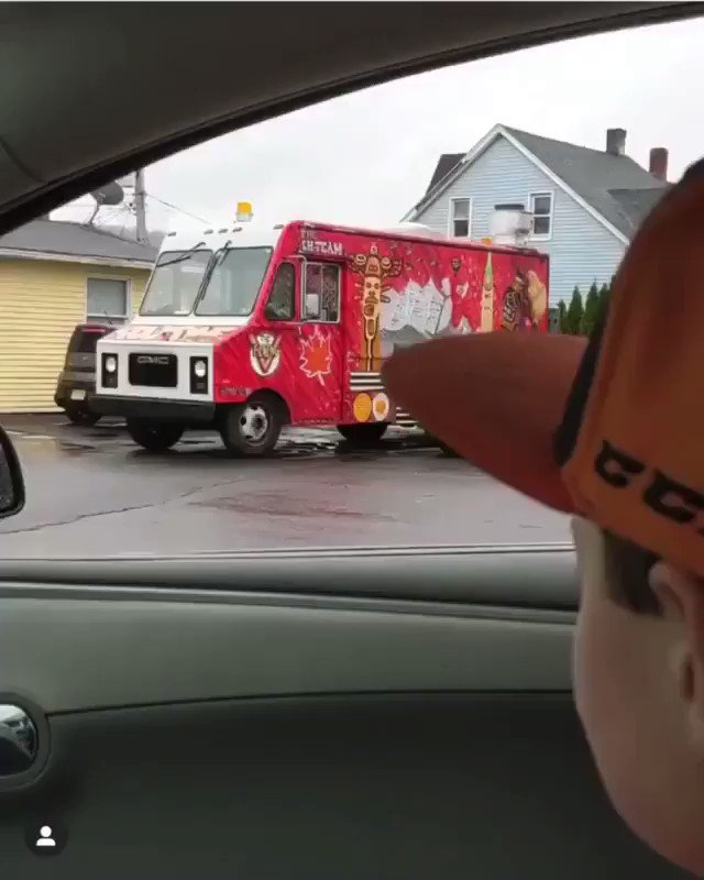 It doesn't get more Canadian than poutine being served by a hockey stick -  rebookajones #Canada #CoronavirusCanada #COVIDCanadapic.twitter.com/JJ85hblt4C