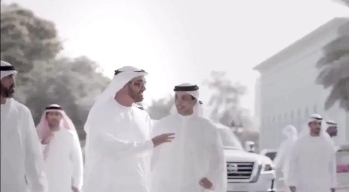 طلبة كلية الطب والعلوم الصحية في جامعة الإمارات يوجهون رسالة لـ #محمد_بن_زايد : شكراً لمن وهب أيامه لوطنه وحياته لرفعة بلده وساعاته لسعادة شعبه. #صحيفة_الخليج