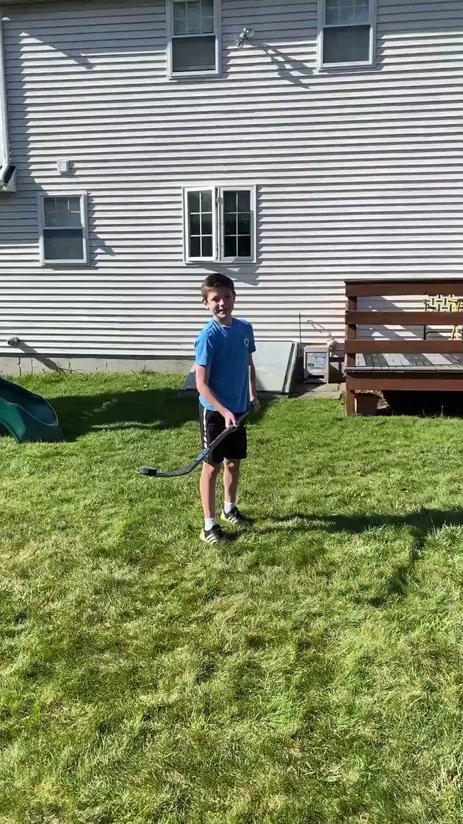 Quarantine Trick Shots!  #peewee #southshorekings #ehf #defenseman #hockey #bauer #Quarantine #HockeyAtHomepic.twitter.com/ie9mAY0ZVm