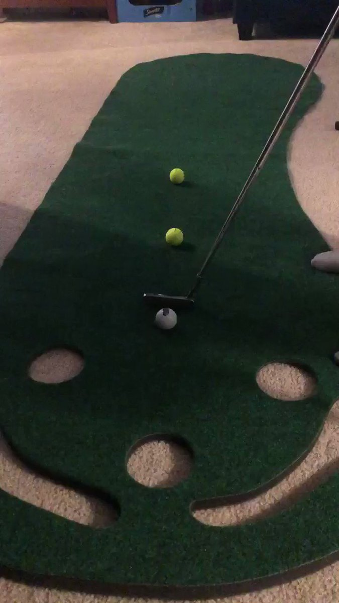 Image for the Tweet beginning: Indoor putting at home. You