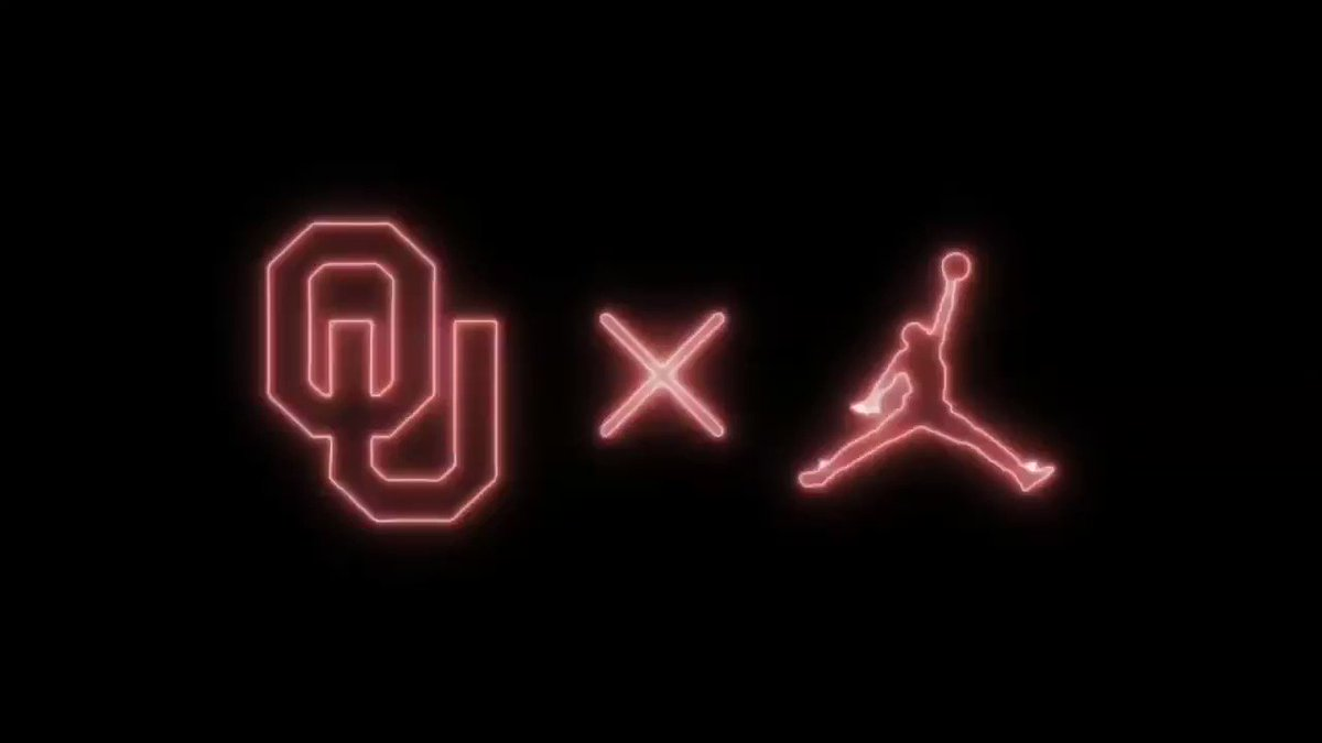 The moment you've all been waiting for: a tour of @sherricoale's @Jumpman23  collection!   #OUrWaypic.twitter.com/FBEN1wy392
