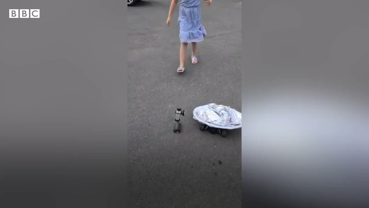 Coronavirus: Girl, nine, delivers pizza on remote-controlled car bbc.in/34jD1Xj