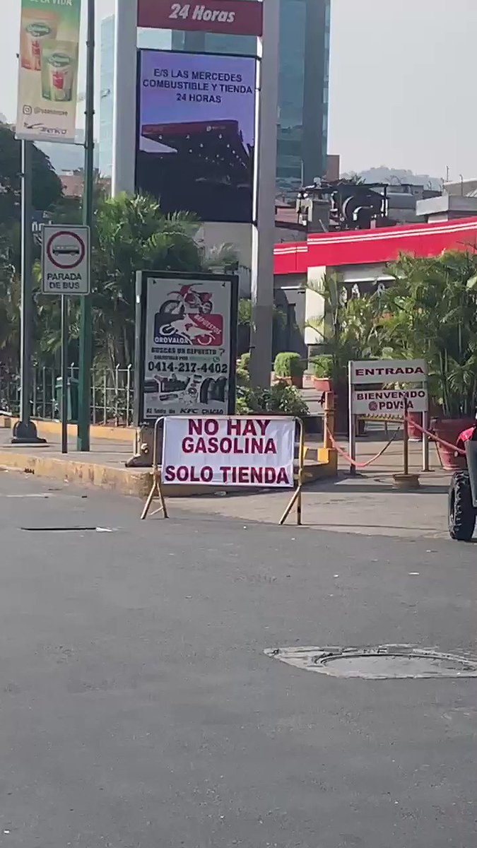 #Caracas goes dry #NoHayGasolina there's no gas pic.twitter.com/yJIN2THe8z