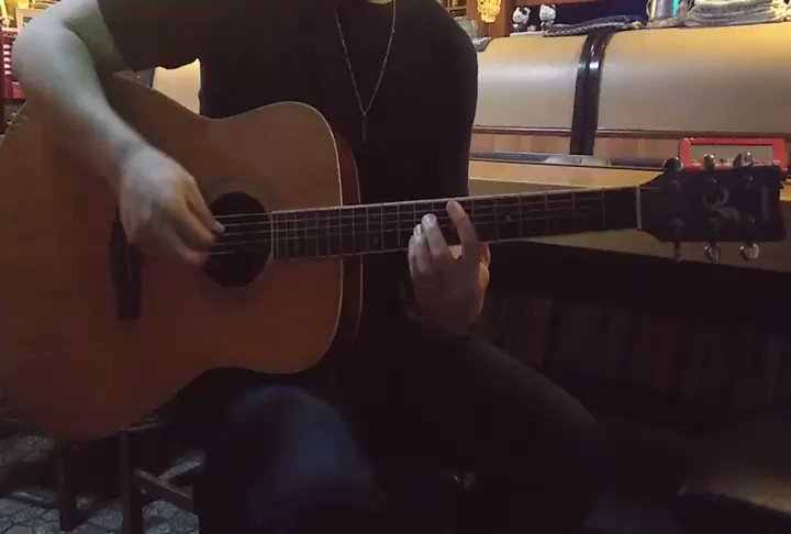butter-flyいいなぁ。…デジモンは見たことないけど!←イントロ弾いてみたけど、未だにアコギってどう弾けばいいかわからん…( ∵)#弾いてみた #ギター好きと繋がりたい