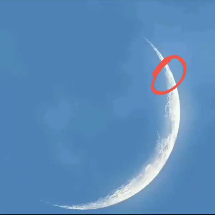 Very strange events occur on the moon, how this captured by an amateur from #Canada on 03/26/2020.   By: Jean-Michel Tenac pic.twitter.com/6Vu9pzqDdl