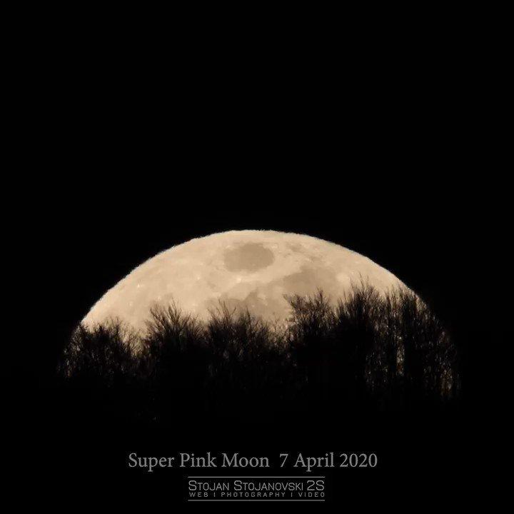 Super Pink Moon rising above Ohrid, MK - Ohrid Astronomy Association #stojanstojanovski #2s #photography #photo # #moon #fullmoon #supermoon #SuperPinkMoon #SuperPinkMoon2020 #space #oaa #ohrid #lakeohridpic.twitter.com/defxarv687