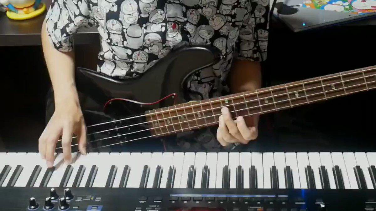 右手ピアノ、左手ベースの同時演奏で『ドラえもんのうた』を弾いてみました!ドラえもんのセリフを、マザえもんさん @mazaemon1989 にお願いしたところ、とても素敵な映像になったのでご覧下さい。▼その他の動画はこちらから#ドラえもん #弾いてみた #ベース