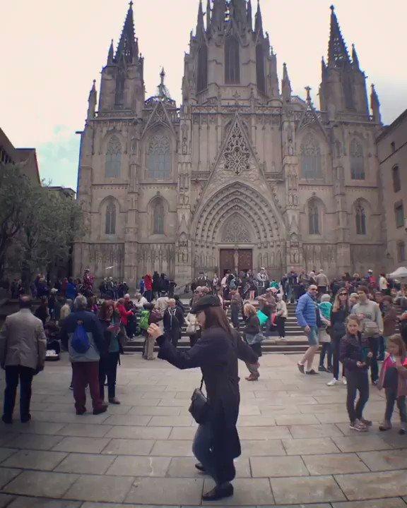 バルセロナ/スペインのサンタ•エウラリア大聖堂前にて踊ってみた💃 #コロナで気が滅入るからみんなの動画で旅行しようぜ