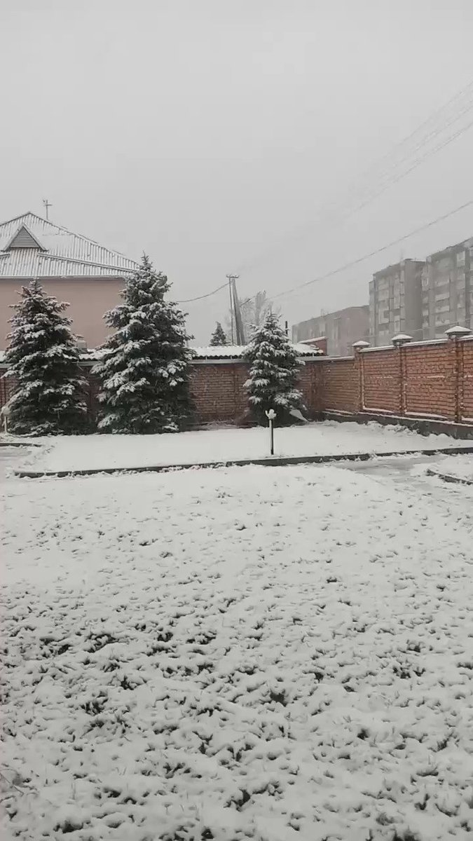 Snowing in #Bishkek and that too in April. No doubt nature is mysterious and God knows how to continue with his blessings.  #Shab_e_baraat #ShabEBarat2020 #Shab_e_barat #Shab_E_Barat_Mubarak #Shab_e_Tauba #снегидет #дождь pic.twitter.com/FwizS788UW