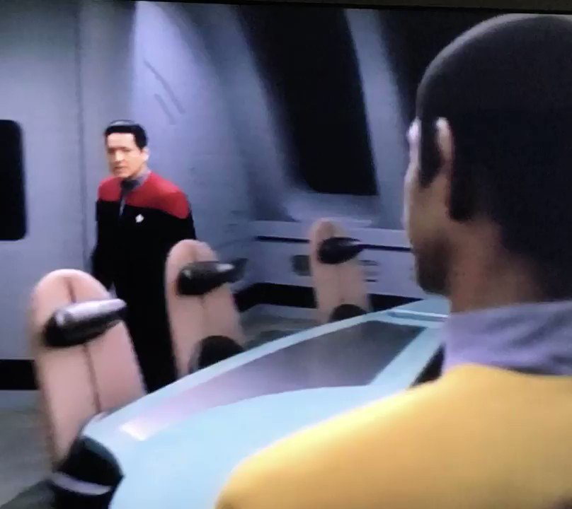 He knows her so well..... he is already one step ahead! #startrekvoyager #Night I love when Chakotay and Tuvok come together to protect Janeway! pic.twitter.com/eePExOq6xD