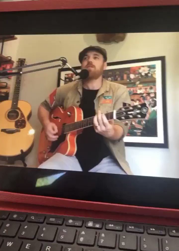 Having one of your favorite #musicians right in your living room....DAY MADE! Join me for @MarcBroussard next gig on Sunday - see his page for deets.pic.twitter.com/i20k1fm5yE