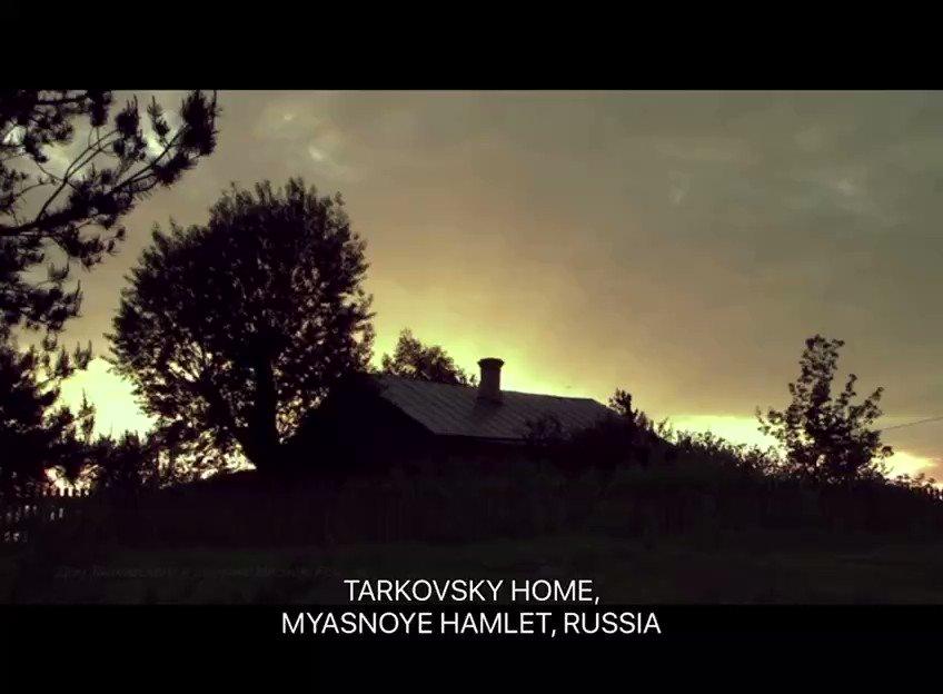 """Tarkovski, sobre su casa en Miasnoie: """"Adoro esta casa... Es mucho más que una casa. Ni siquiera es una casa, es una clínica... Aquí me convierto en alguien capaz de escribir un libro..."""" """"Andrey Tarkovsky. A Cinema Prayer"""" (2019)"""