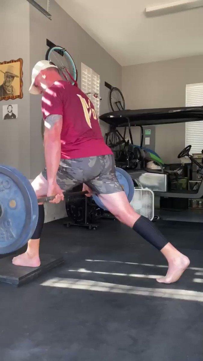 🍢🍢Thursday Tip🍢🍢 No Squat Rack? Let's pull another movement out of the way back machine thanks to @huntercharneski - Jefferson Split Squat. Now go get that #WORK