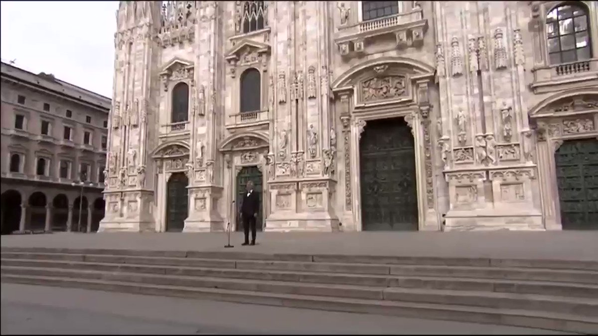 'Amazing Grace' on the steps of the Duomo Cathedral of Milan