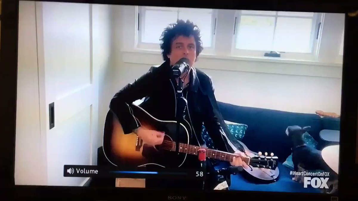 Got to see @billiejoe of @GreenDay sing September Ends tonight for #GlobalCitizens. As a 41 y.o. Single dude I greatly appreciated I Walk Alone when he played it last week for #iHeartConcertOnFox. I get to see sisters families and parents rarely from behind glass... https://t.co/xCw4MNfc6K