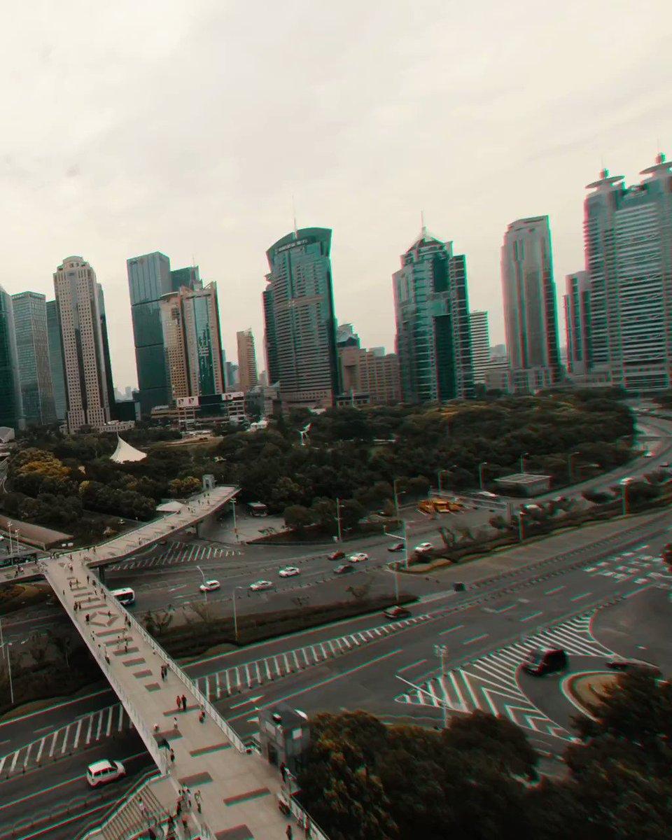 """Replying to @creapills: Shanghai façon drone + """"réalité augmentée""""  Par Neoliptus ()"""