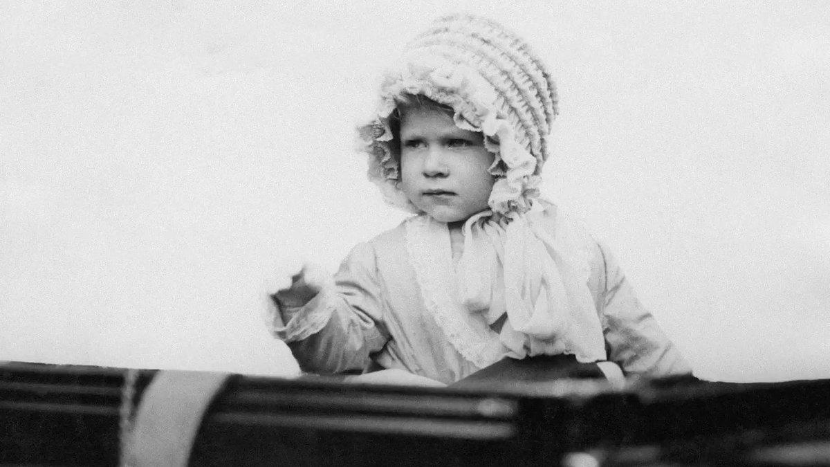 Buon compleanno, Regina Elisabetta! Anche lei festeggia su IG e ti svela 6 curiosità sulla sua infanzia