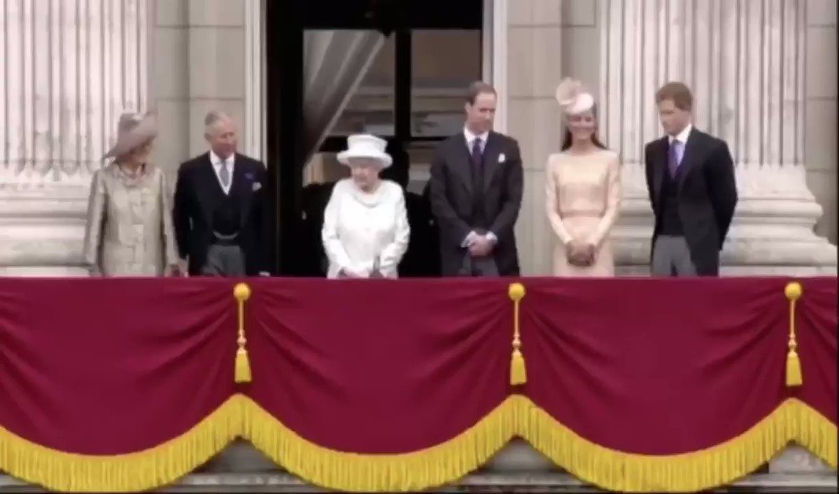 There are no celebrations today to mark The Queen turning 94-years-old due to the Coronavirus pandemic.  Instead, enjoy three cheers to The Queen from a few years ago outside Buckingham Palace.  #QueenElisabeth #HappyBirthdayYourMajesty https://t.co/cM13olt1g0